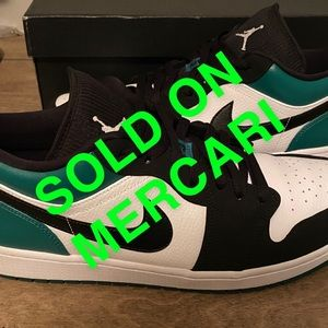 "Jordan 1 Low ""Mystic Green"""